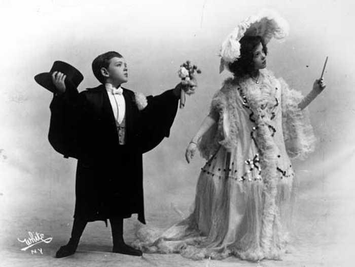 Фред со своей сестрой Адель, в 1906 году./Фото www.writework.com