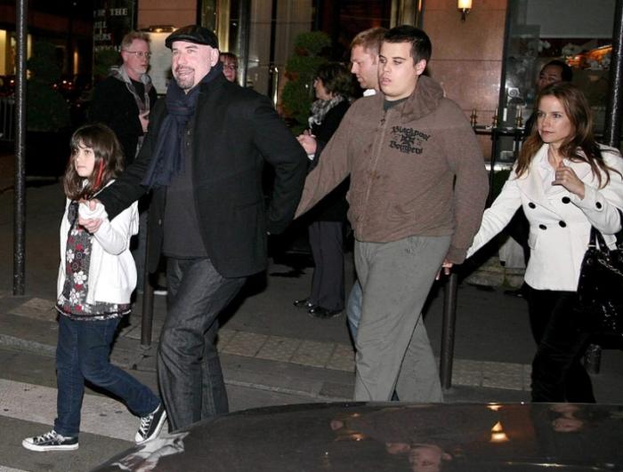 Джон Траволта с женой и детьми Джеттом и Эллой. / Фото: www.popcrunch.com