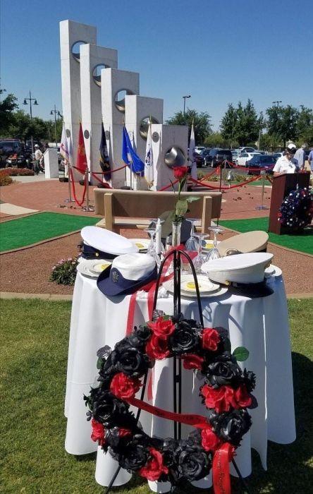 Здесь отдают дань памяти военнослужащим. / Фото: www.tripadvisor.ca