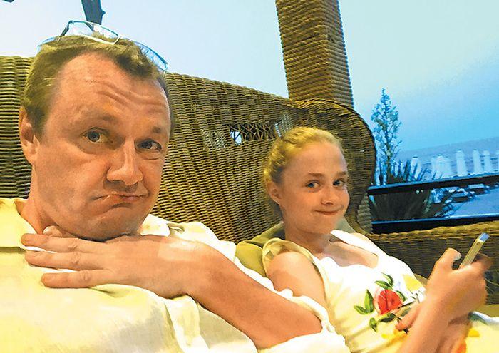 Владимир Шевельков с дочерью. / Фото: www.tele.ru