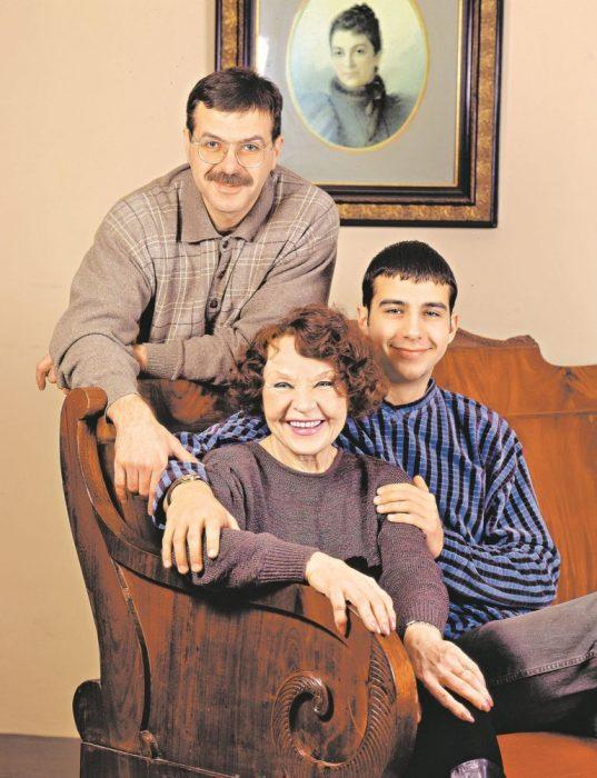 Нина Ургант с сыном Андреем и внуком Иваном. / Фото: www.prozvezd.info