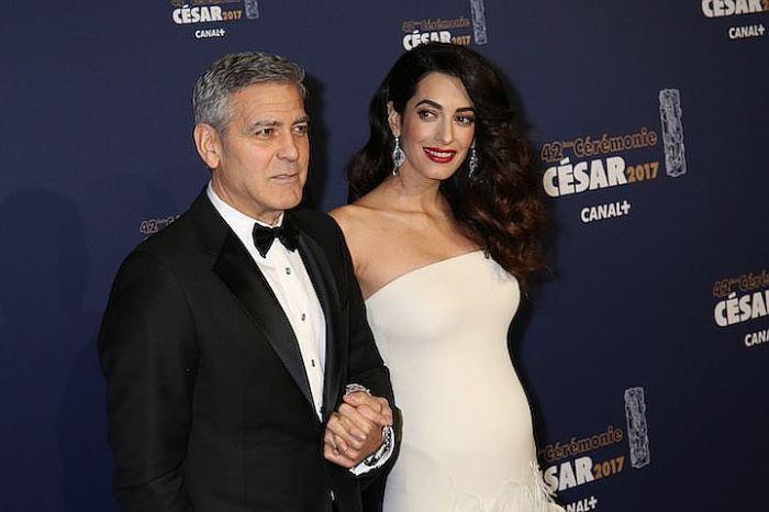 Джордж и Амаль Клуни в ожидании своих малышей. / Фото: www.kazan.kp.ru