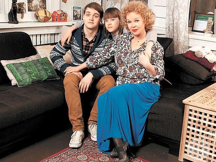 Елена Валюшкина с детьми. / Фото: www.telegid.com