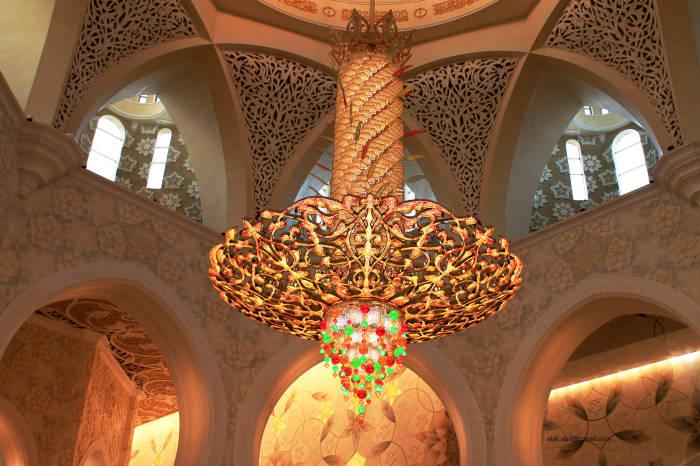 Главная люстра мечети. / Фото: www.superwall.us