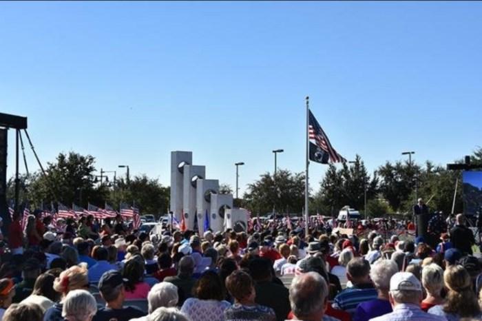 Ежегодная церемония празднования Дня памяти ветеранов. / Фото: www.tripadvisor.ca