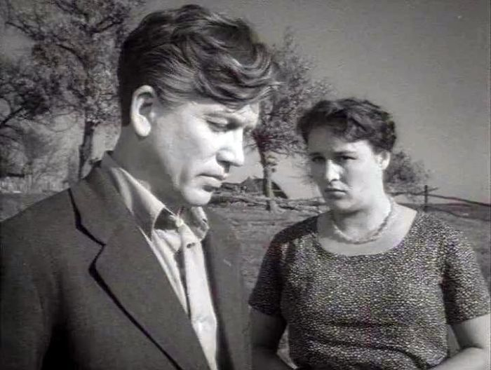 Валентин Зубков и Нонна Мордюкова, кадр из фильма «Отчий дом». / Фото: www.moova.ru