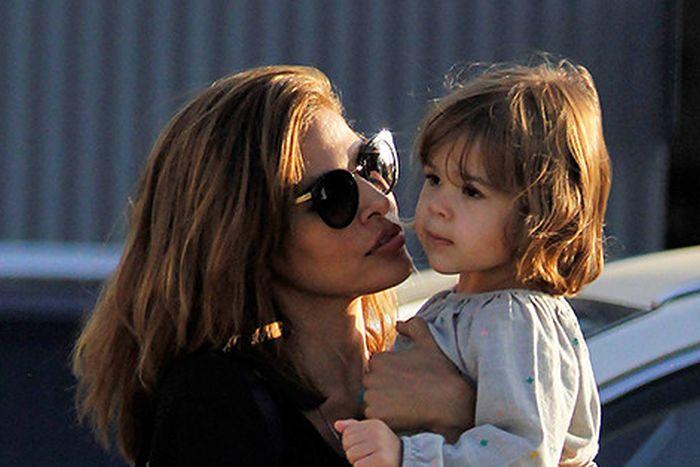 Ева Мендес с дочерью Эсмеральдой. / Фото: www.rutwi.ru
