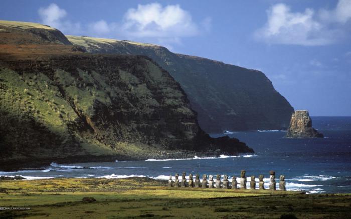 Загадочные истуканы будто оберегают остров Пасхи. / Фото: www.scisne.net