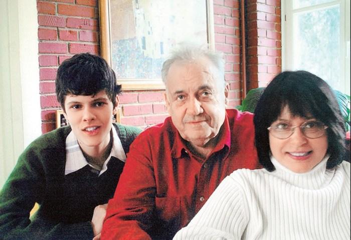 Эльдар Рязанов с дочерью и внуком. / Фото: www.wday.ru
