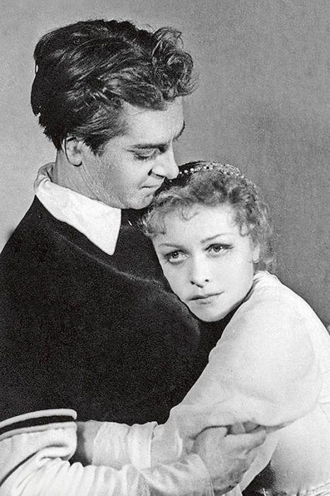 Людмила Целиковская и Юрий Любимов в спектакле «Ромео и Джульетта». 1956 г. / Фото: www.7days.ru