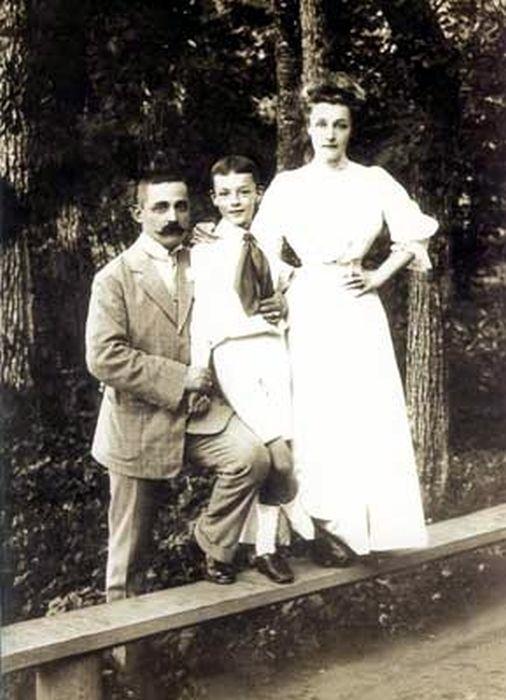 Владимир Набоков с папой и мамой. / Фото: www.nabokov-lit.ru