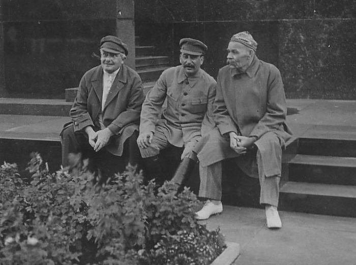 Авель Енукидзе, Иосиф Сталин и Максим Горький. / Фото: www.artwhell.ru