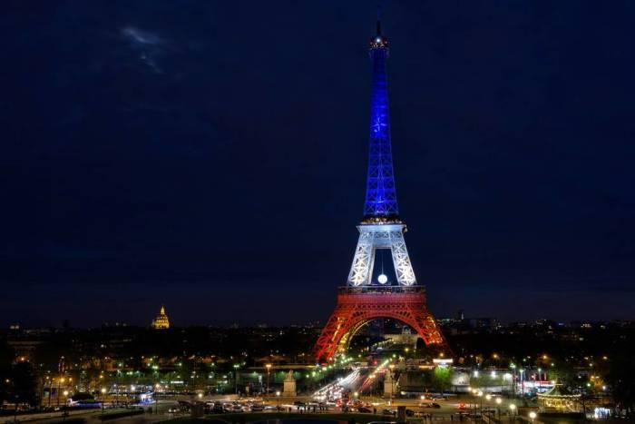 Эйфелева башня ночью. / Фото: www.paris-life.info