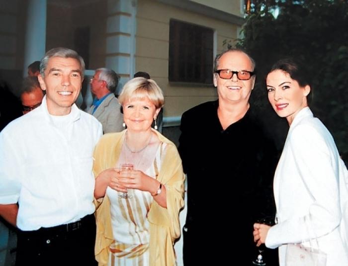 Юрий и Элеонора Николаевы с Джеком Николсоном и Ларой Флинн Бойл, 2003 г. / Фото: www.tele.ru