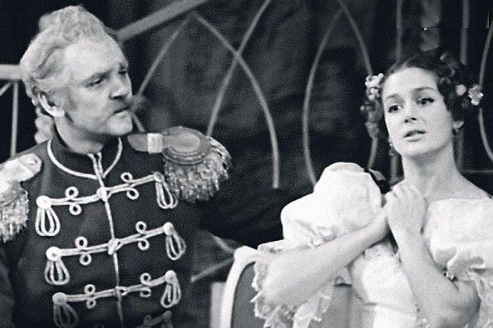 Юрий Яковлев и Екатерина Райкина на сцене. / Фото: www.7days.ru