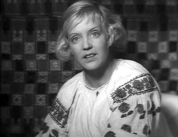 Марина Ладынина, кадр из фильма «Трактористы». / Фото: www.kino-teatr.ru