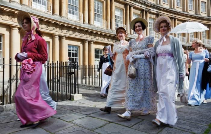 Променад на фестивале Джейн Остин. / Фото: www.bathboutiquestays.co.uk