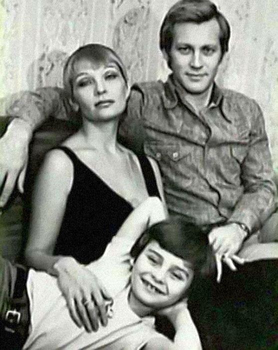 Владимир Ивашов и Светлана Светличная с сыном. / Фото: www.1001material.ru