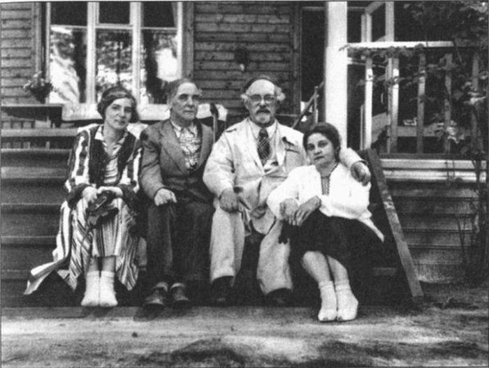 Семья Капицы с семьей Пришвиных. Николина Гора, начало 1950-х гг. / Фото: www.profilib.com