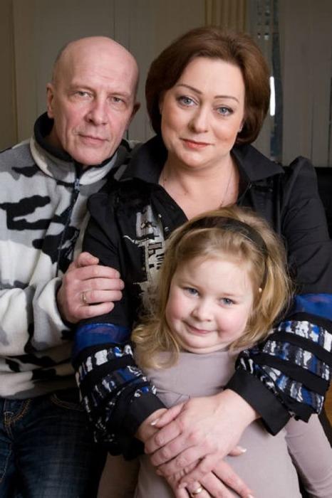 Мария Аронова с мужем и дочерью. / Фото: www.damskiyclub.ru