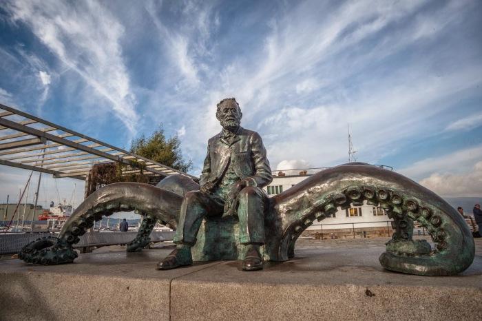 Памятник Жюлю Верну в Испании. / Фото: www.travelask.ru