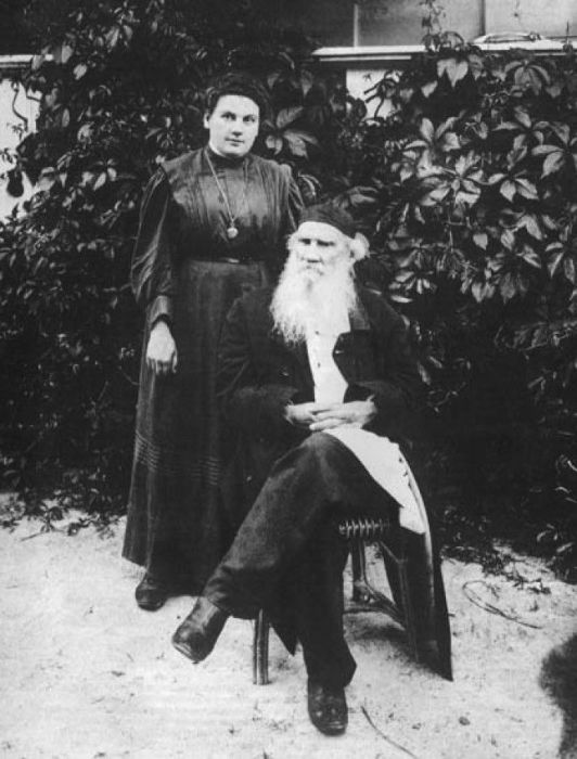 Александра Львовна Толстая с отцом. / Фото: www.interesno.cc