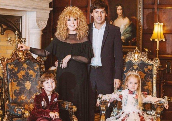 Алла Пугачева и Максим Галкин с детьми. / Фото: www.eva.ru