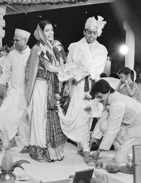 Мукеш и Нита Амбани в день свадьбы. / Фото: www.vanityfair.com