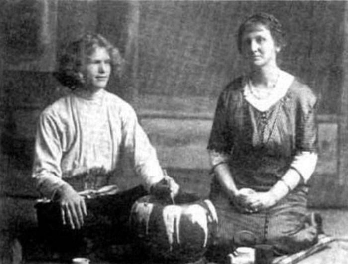 Василий Яковлевич Ерошенко и религиозный деятель Агнес Александер  в Токио в 1915 году. / Фото: www.liveinternet.ru