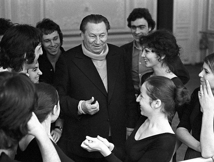 Василий Меркурьев с учениками. / Фото: www.tvc.ru