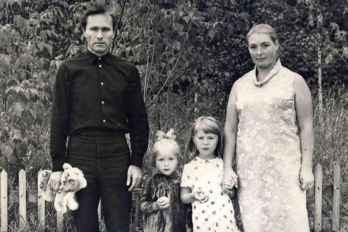 Лидия Федосеева-Шукшина и Василий Шукшин с детьми. / Фото: www.shukshin.org