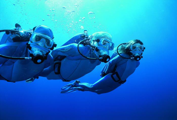 Семья Кусто: Фабьен, Селин и их отец, Жан-Мишель. 2007 г., работа над Ocean Adventures. / Фото: www.newtimes.ru