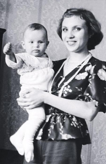 Валентина Расторгуева с сыном Павлом. / Фото: www.7days.ru