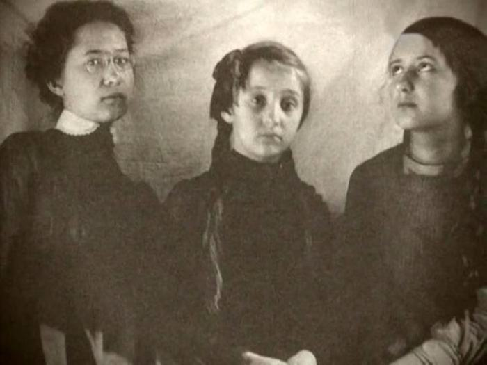Сёстры Суок, слева направо: Лидия, Серафима, Ольга. / Фото: www.factor-e.ru