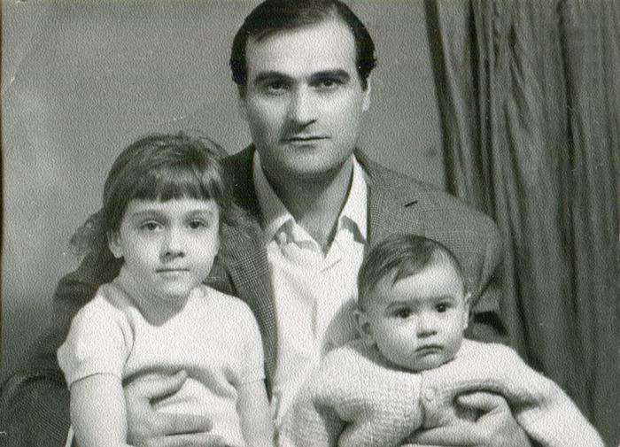Кахи Кавсадзе с детьми. / Фото: www.dspace.nplg.gov.ge