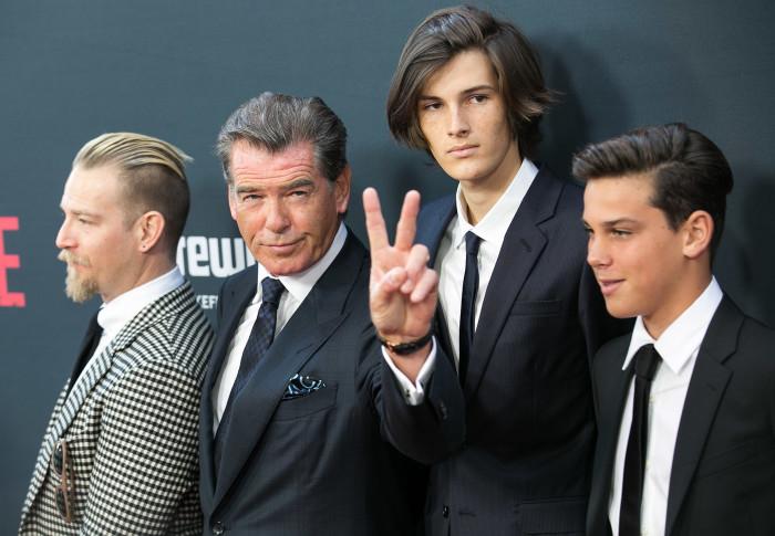 Пирс Броснан и его сыновья Шон, Дилан и Пэрис. / Фото: www.woman.ru