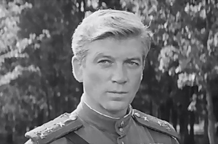 Валентин Зубков, кадр из фильма «На войне как на войне». / Фото: www.kino-teatr.com