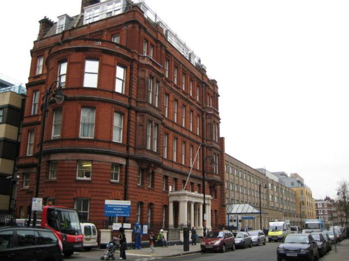 Детская больница на Грейт-Ормонд-стрит. / Фото: www.biography.com