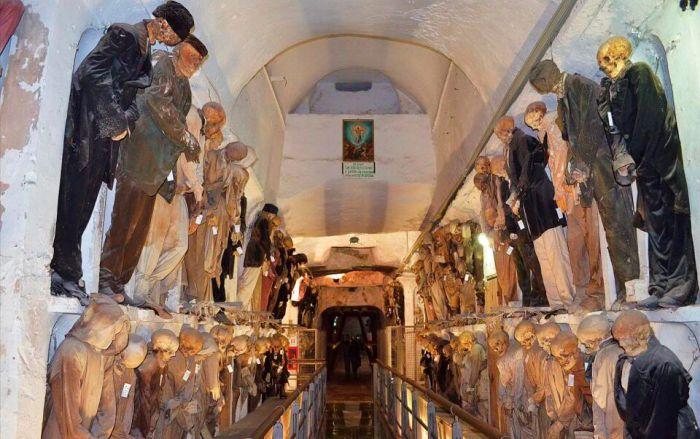 Катакомбы Капуцинского монастыря. / Фото: www.guruturizma.ru