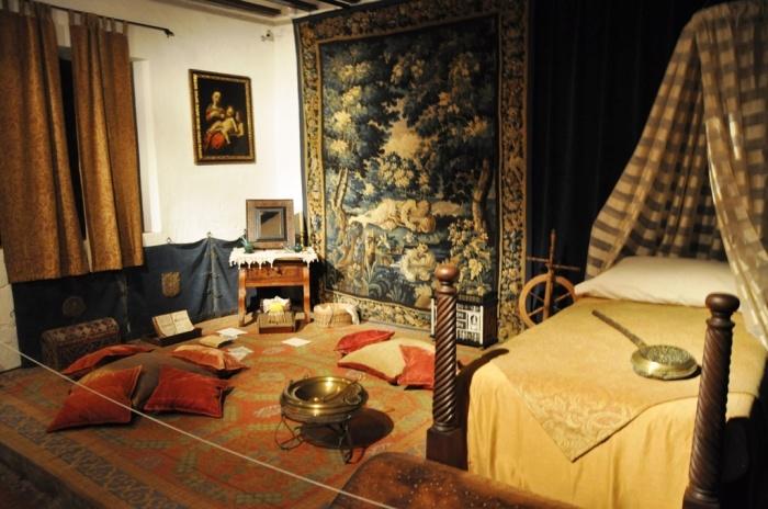 В Доме Дульсинеи. / Фото: www.tourbina.ru