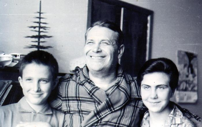 Марк Бернес с дочерью Наташей и приемным сыном Жаном. / Фото: www.fanread.ru
