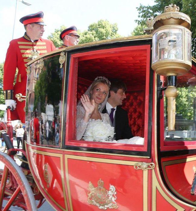 Королевская карета уносит молодоженов в счастливую совместную жизнь. / Фото: www.womanadvice.ru