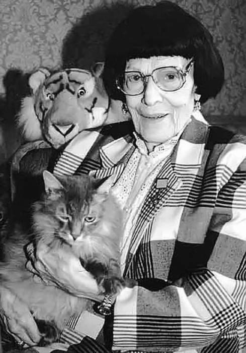 Ирина Бугримова и её кот Нерон. / Фото: www.stuki-druki.com