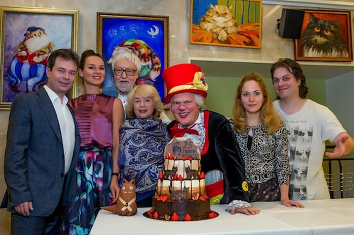 Театр кошек получился очень семейным. / Фото: www.goodhouse.ru