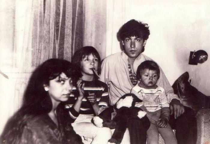 Стёпа и Лиза Кузьмины с родителями. / Фото: www.today.od.ua