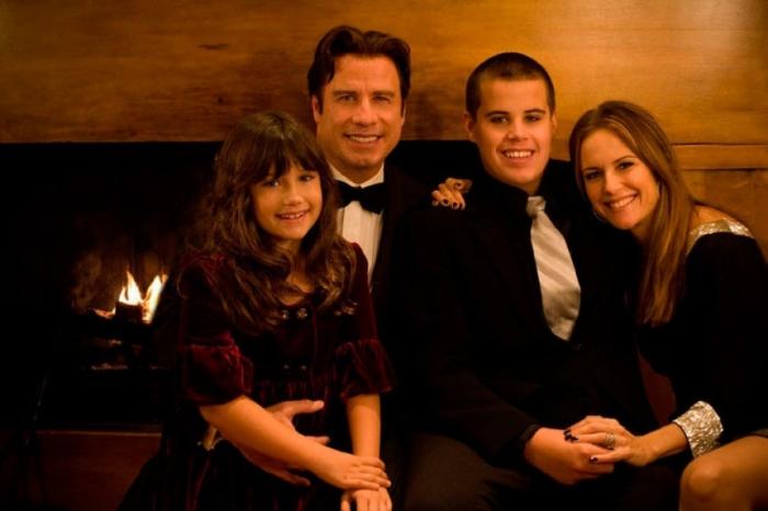 Джон Траволта с женой и детьми Джеттом и Эллой. / Фото: www.yaplakal.com