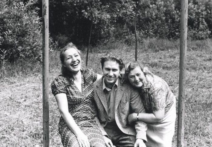 Юрий Кузьменков с женой и мамой. / Фото: www.7days.ru
