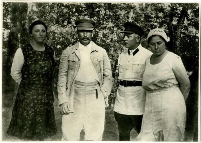 Иосиф Сталин, Надежда Аллилуева, Климент Ворошилов и Екатерина Ворошилова. / Фото: www.russiainphoto.ru
