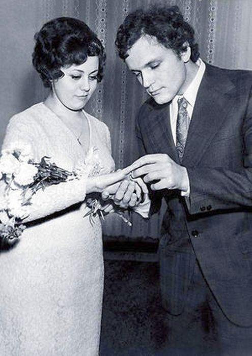 Николай Ерёменко и Вера Титова в день регистрации брака. / Фото: www.7days.ru
