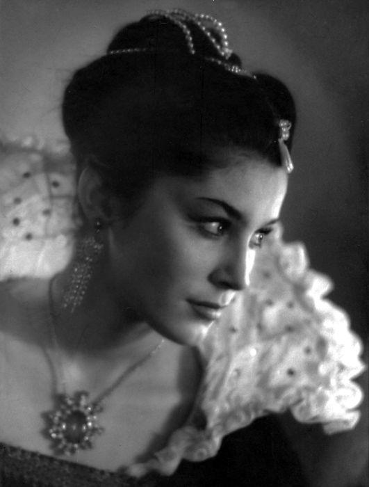Валерия Заклунная в спектакле «Дон Карлос», 1965 год. / Фото: www.kino-teatr.ru